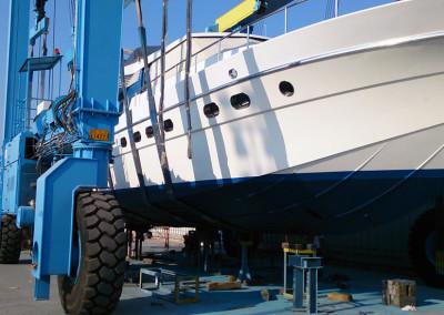Σκάφος μετά από εργασίες βαφής και συντήρησης